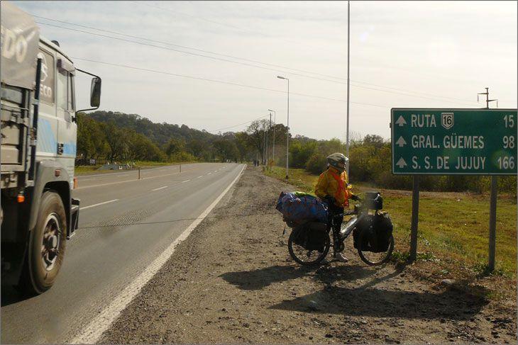i86_03_salida_metan_ruta_9_salta_viajar_mundo_en_bicicleta