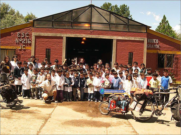 Escuela_216_Rodeo_Grande_Tucuman_mundo_en_bicicleta_viaje_por_el_2